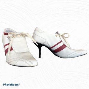 M.C. & POWER white leather pointed lace up shoes